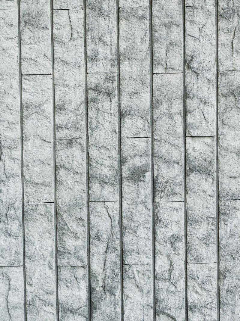 「縦の目地が目立つタイルの壁(テクスチャ)」の写真