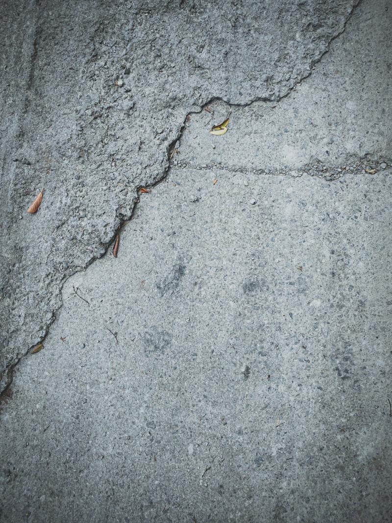 「雑に舗装された地面(テクスチャ)」の写真