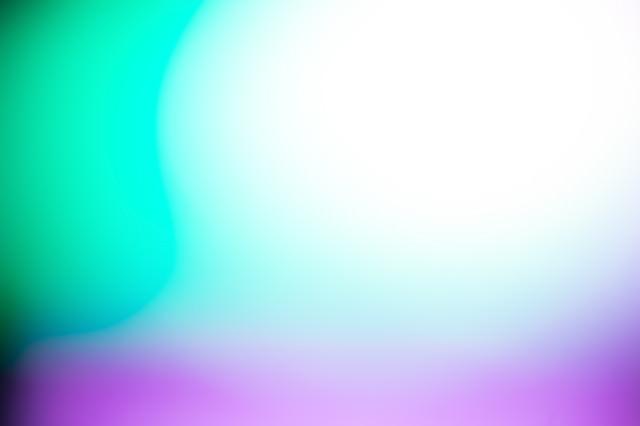 緑と紫の光の写真