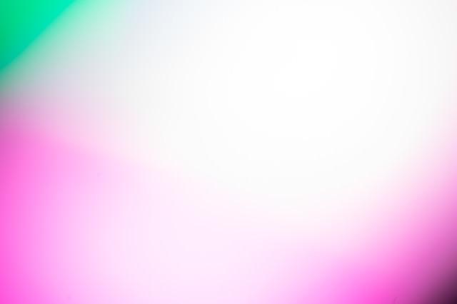 ピンク・パープルの目立つ背景の写真