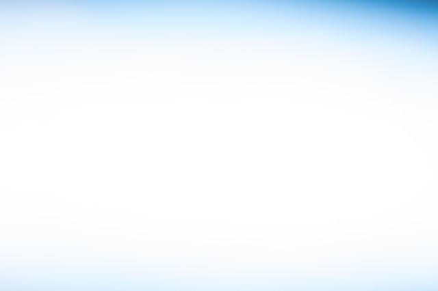 プレゼンの背景に使いやすい薄いブルーのボケの写真