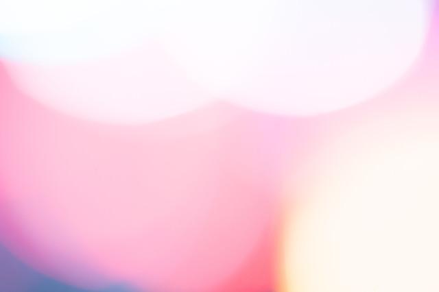 暖色のボケた光の写真