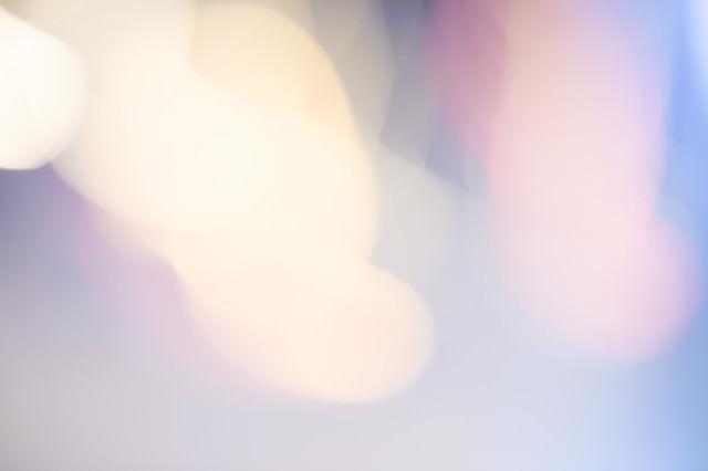「淡いボケた街明かり」のフリー写真素材