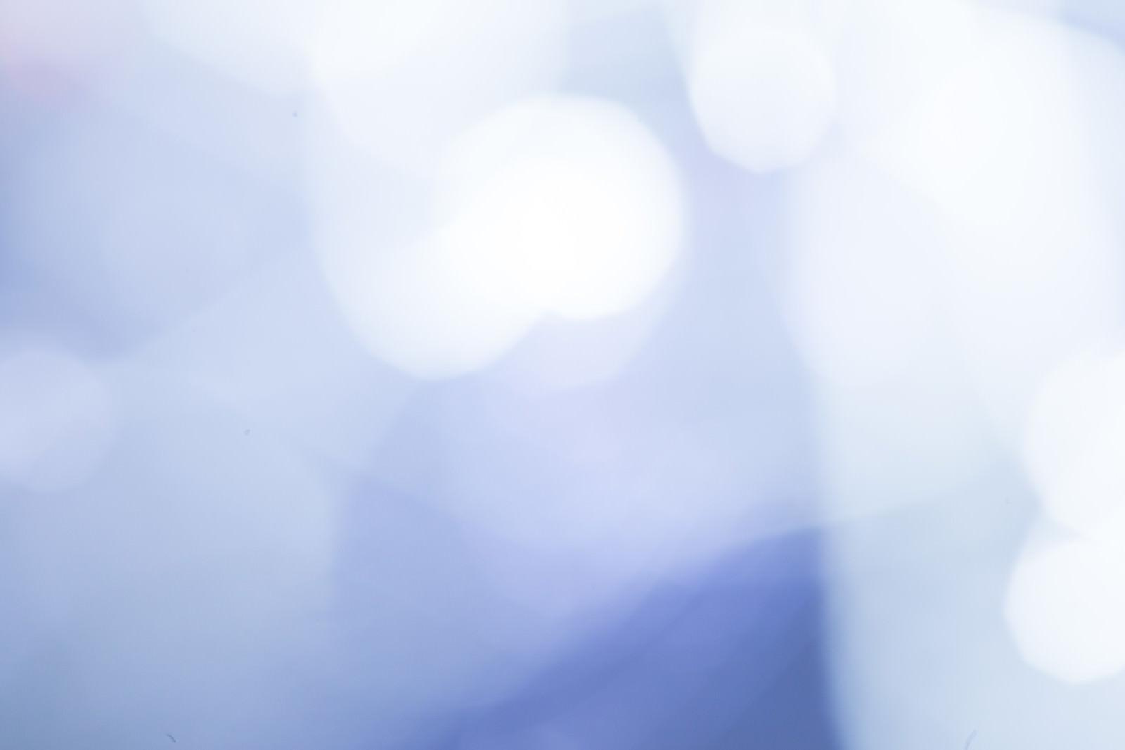 「寒色の光ボケ」の写真