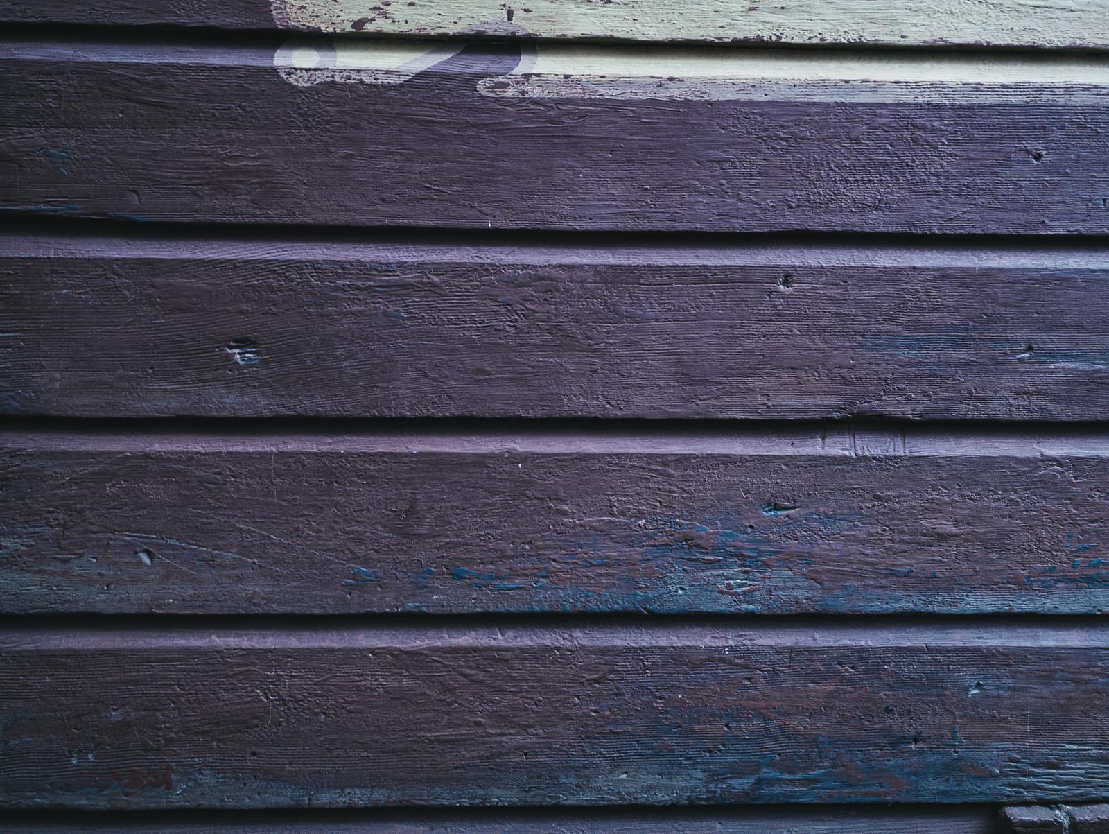 「ペイントの跡が残る外壁(テクスチャ)」の写真