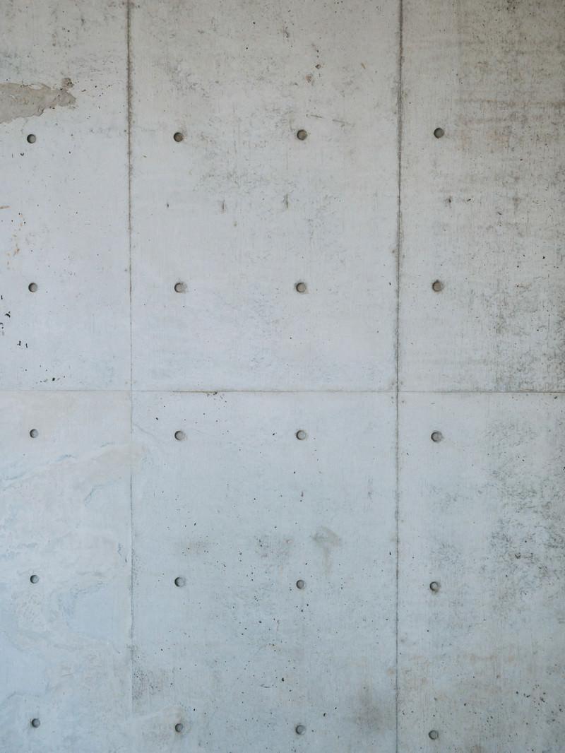 「コンクリートむき出しの壁紙」の写真