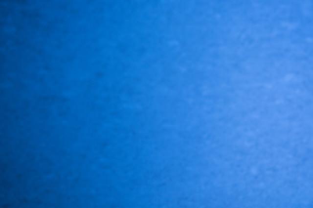 青くボケたテクスチャの写真
