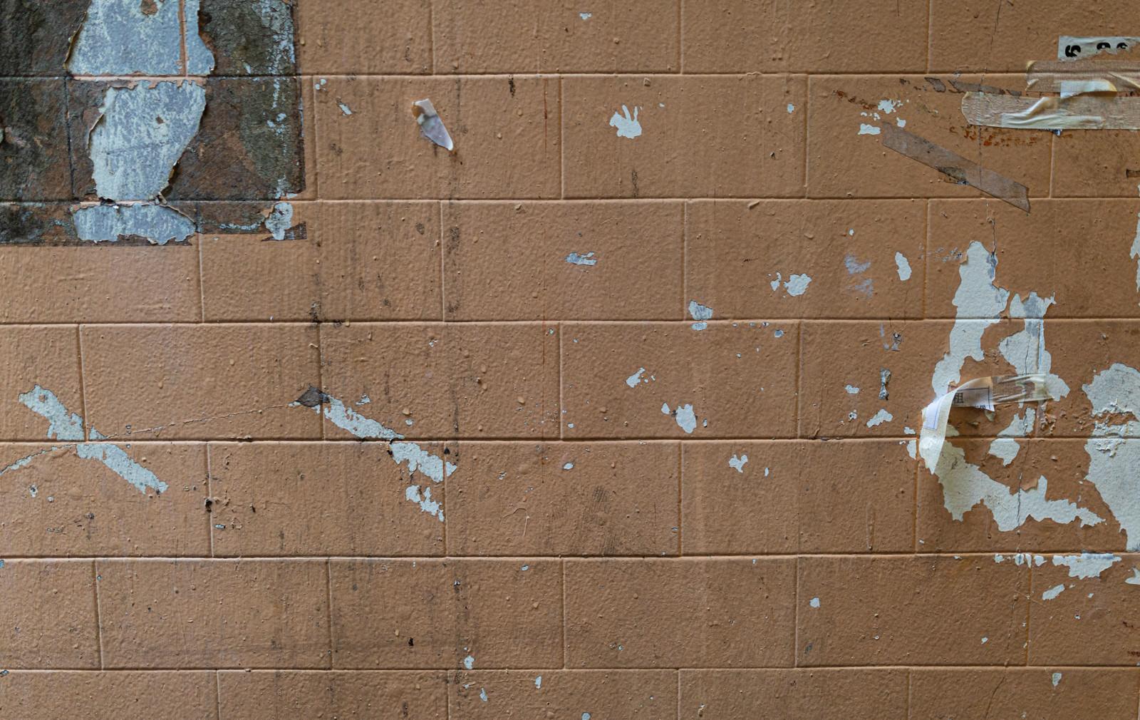 「壁にポスターが貼られた後」の写真