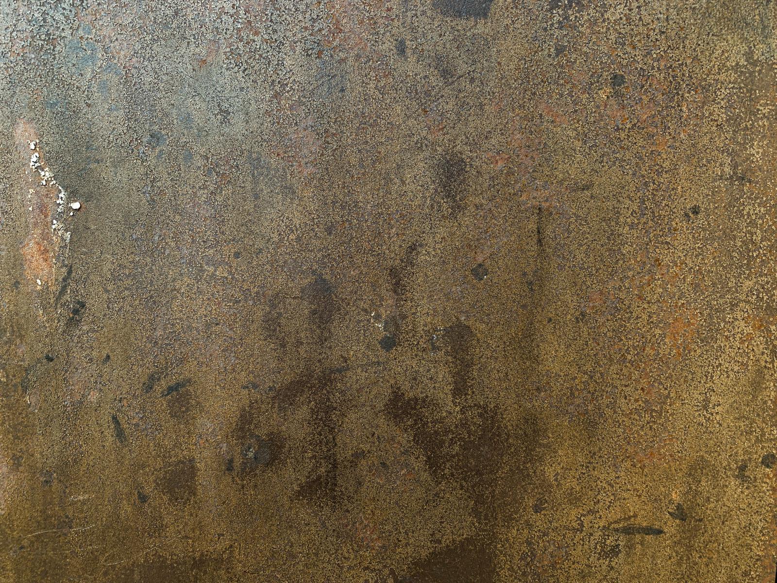 「表面がボロボロに風化した鉄壁(テクスチャ)」の写真
