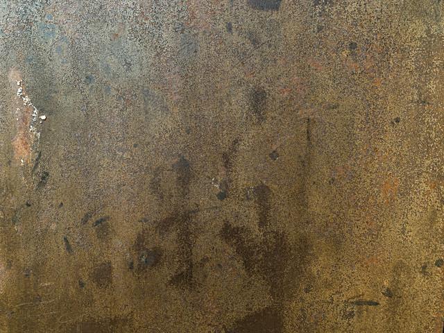 表面がボロボロに風化した鉄壁(テクスチャ)の写真