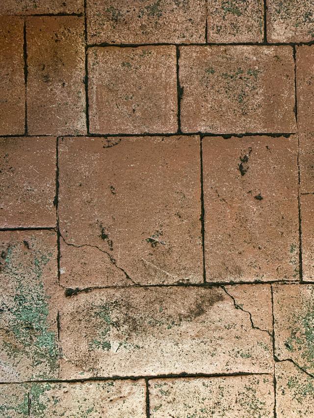 隙間無く並べられた大小のタイルブロック(テクスチャ)の写真