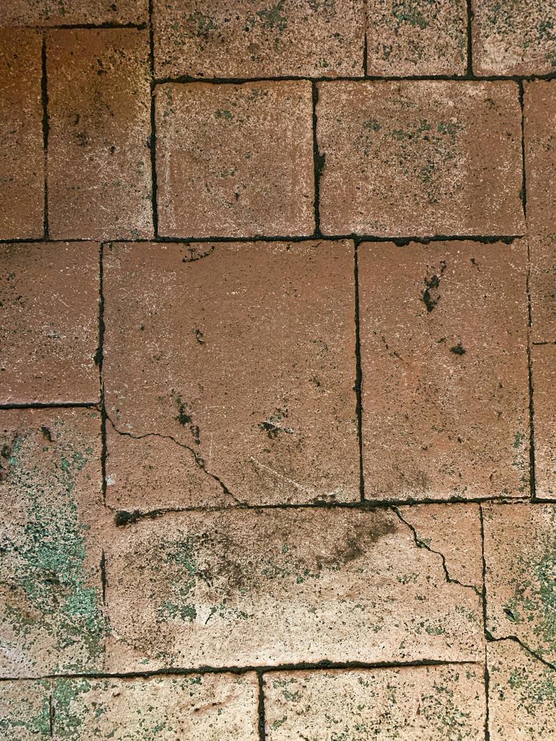 「隙間無く並べられた大小のタイルブロック(テクスチャ)」の写真