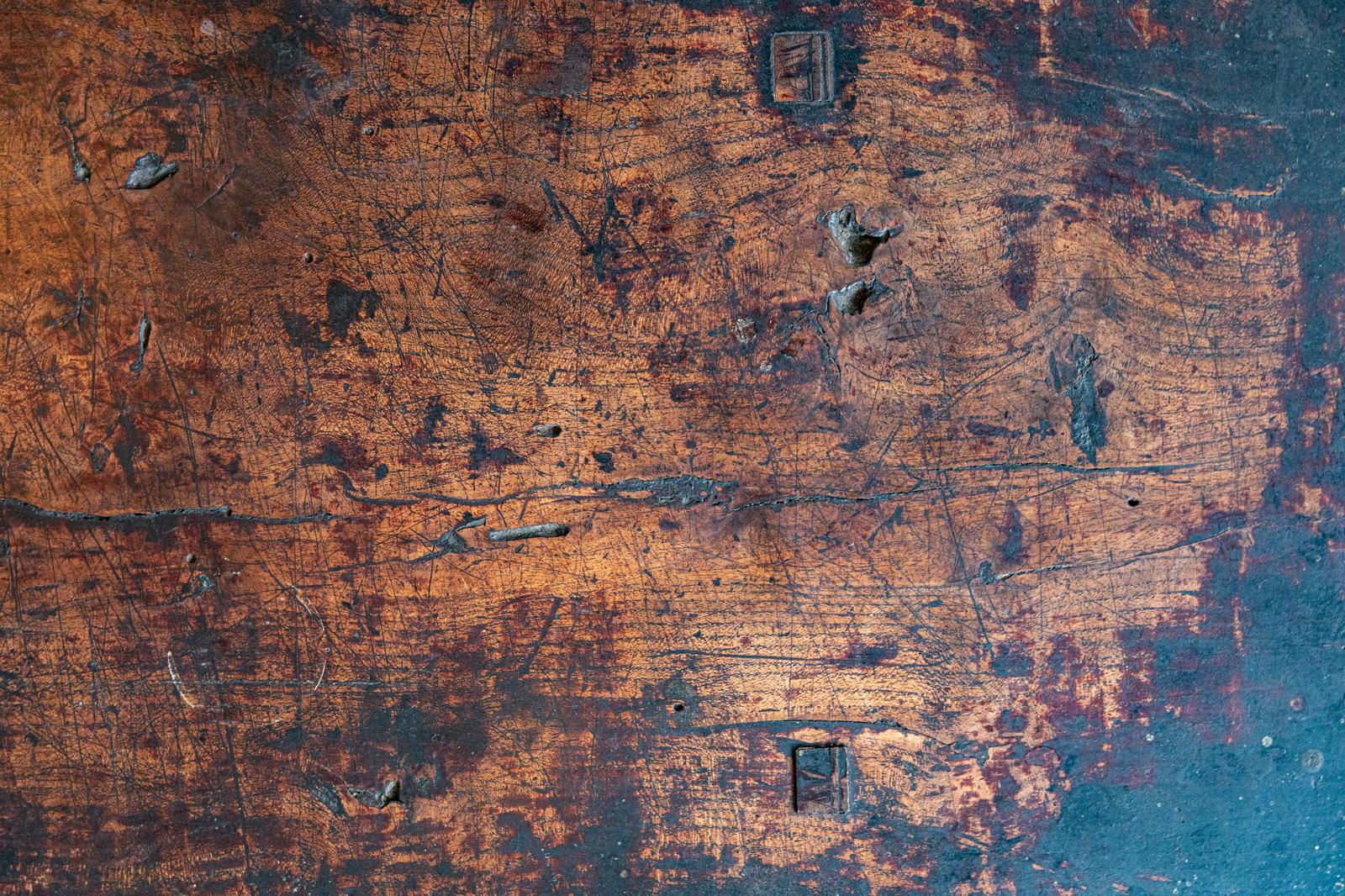 「年期の入った木のテーブル(テクスチャ)」の写真