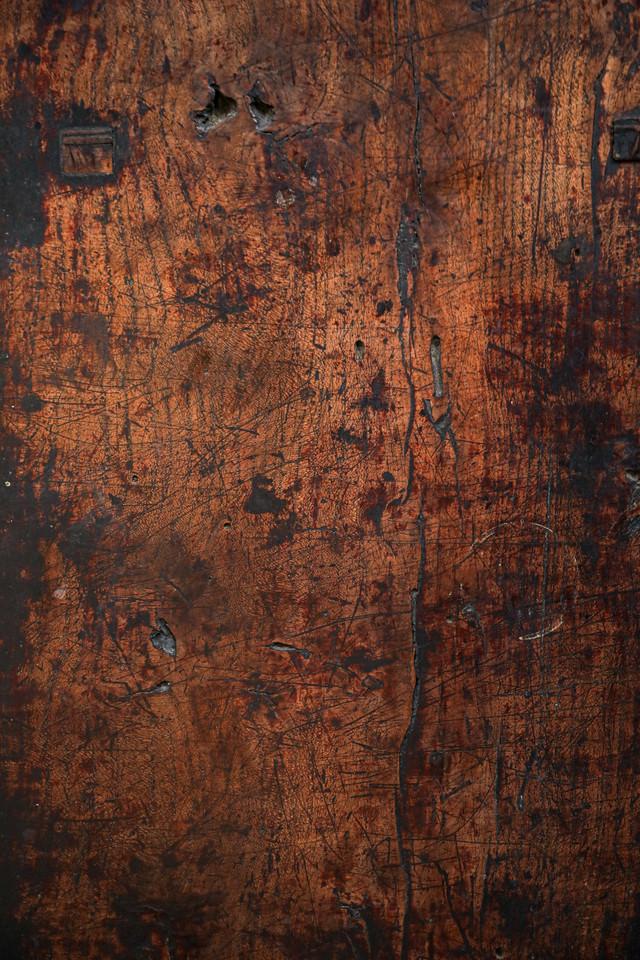 傷ついた木目板の写真