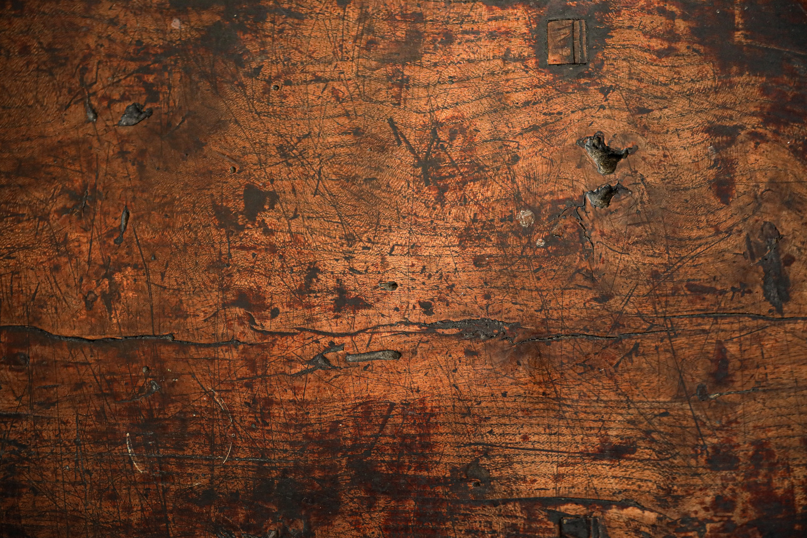 「長年使い込まれた木目天板(テクスチャ)」の写真