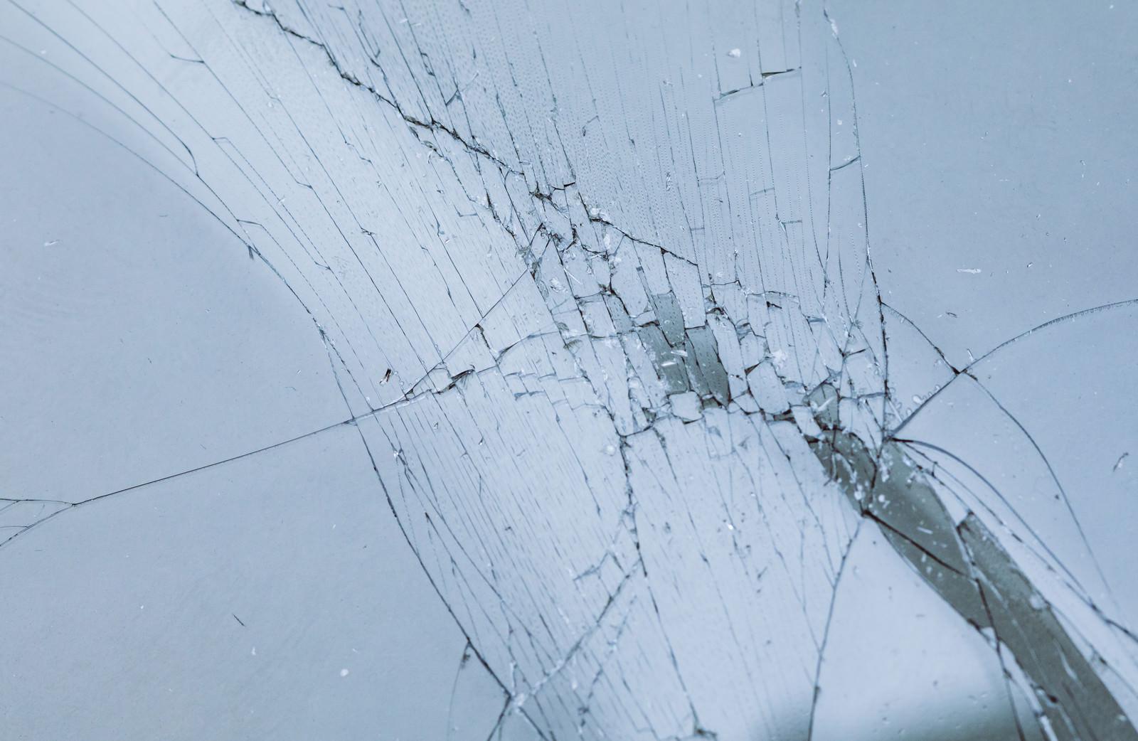「破損してヒビ割れ(テクスチャ)」の写真