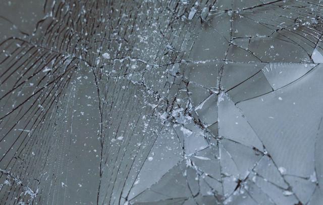 割れてしまった液晶フィルムの写真