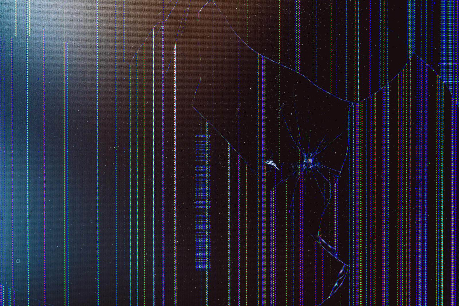 「画面が割れた液晶モニター」の写真