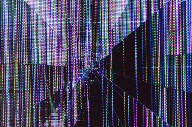 廃棄前の壊れた液晶モニターの表示画面の写真