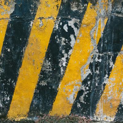 「注意喚起を促す黄色と黒の壁」の写真素材