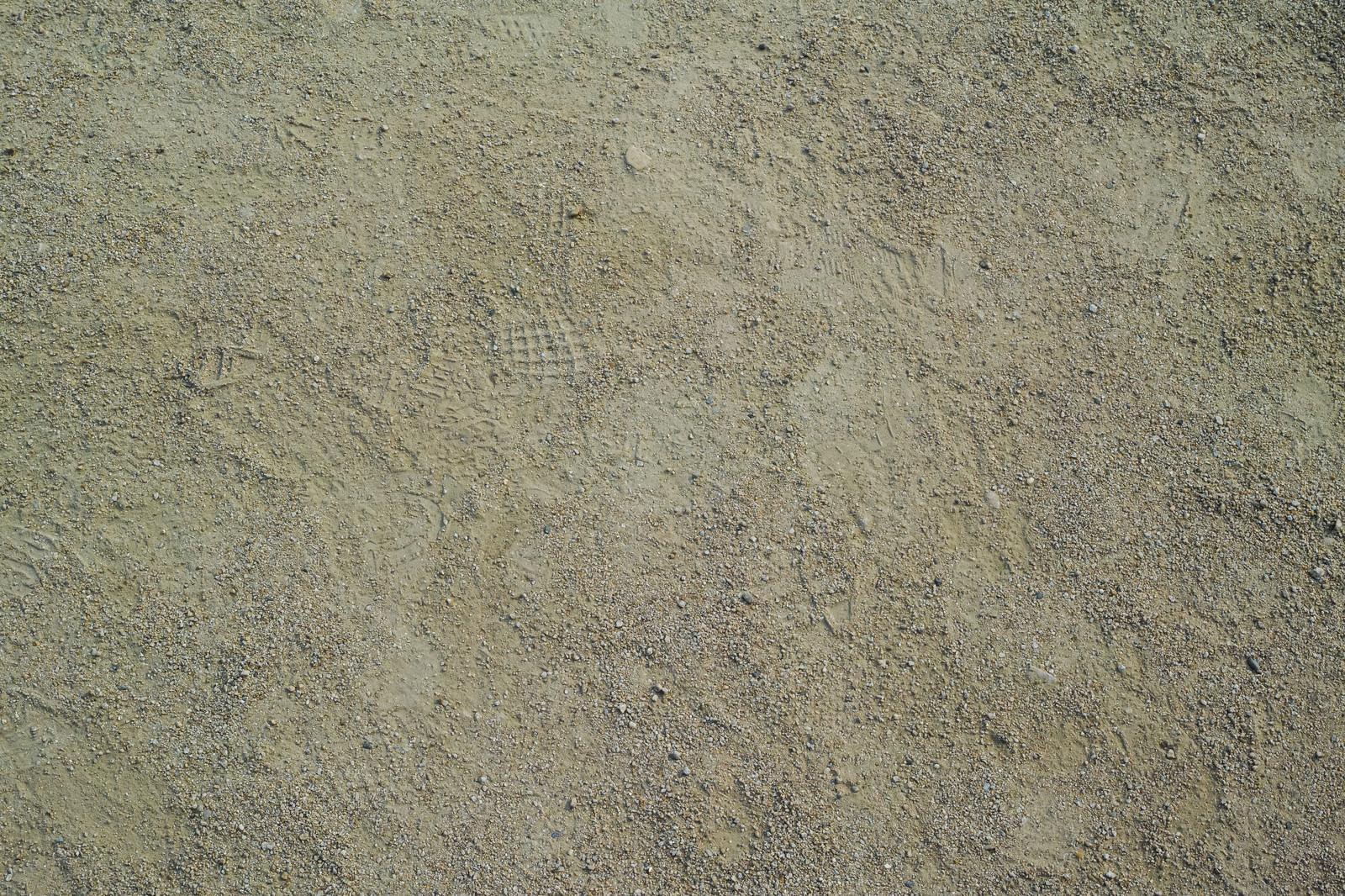 「運動場に残る足跡(テクスチャ)」の写真