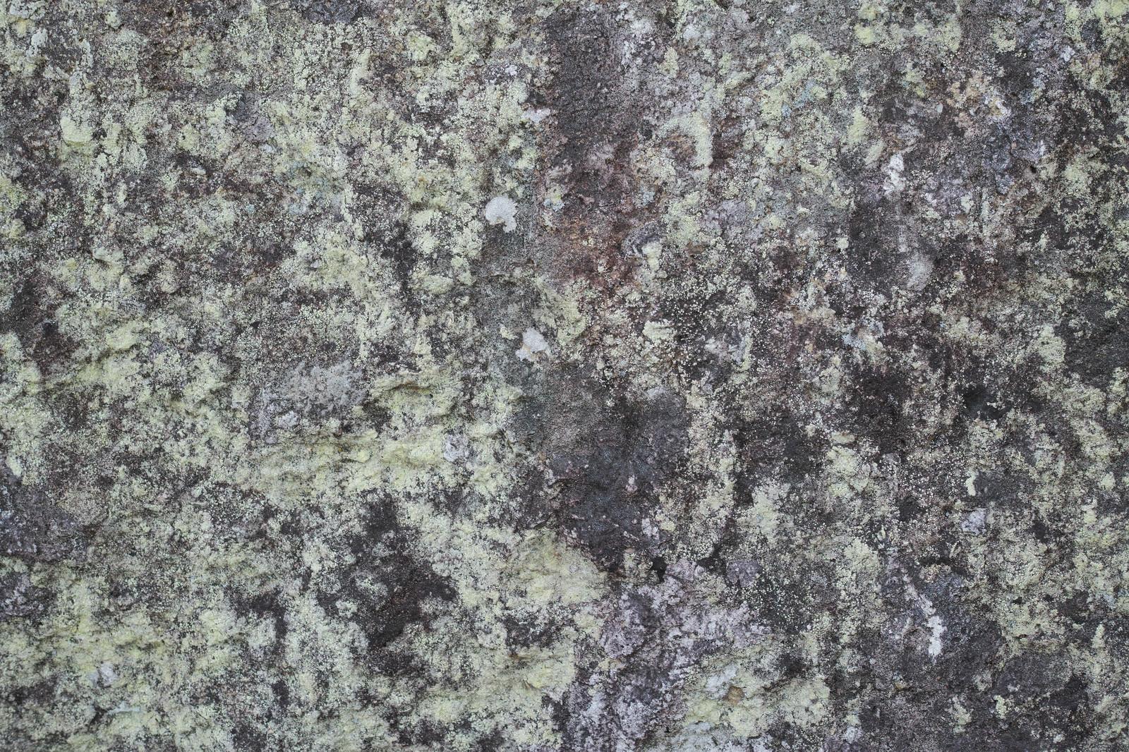 「長年の汚れが染み付く岩(テクスチャ)」の写真