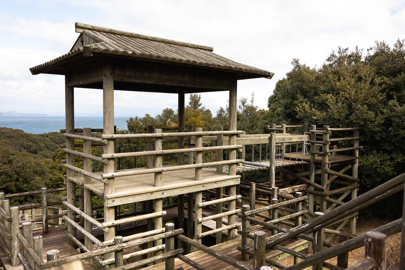 「崎野自然公園にあるアスレチック場」の写真