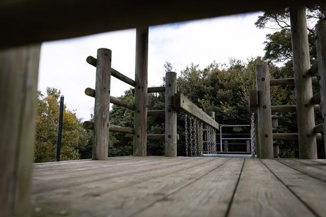 木製のアスレチック場(崎野自然公園)の写真