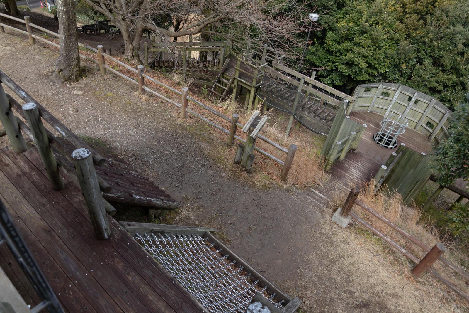 「本格的に造られた崎野自然公園のアスレチック場」の写真