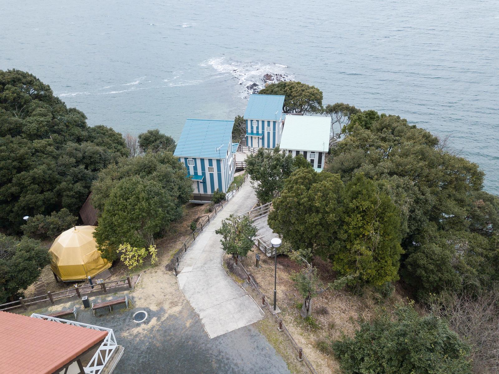 「崎野自然公園にある宿泊のできるコテージ」の写真