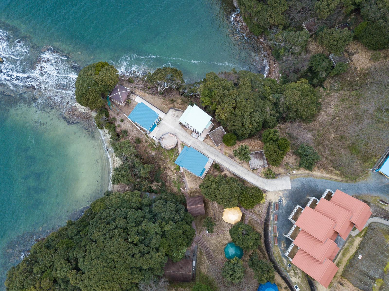 「時津町にある崎野自然公園のコテージ付近を空撮」の写真