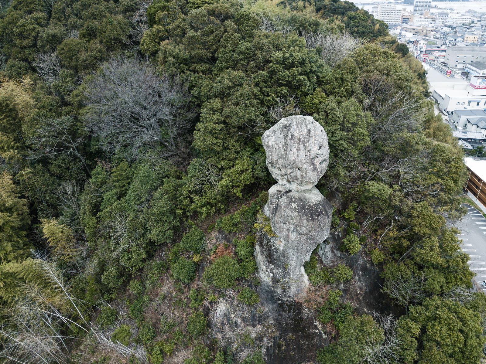 「今にも落ちそうな2つの巨岩(時津町)」の写真