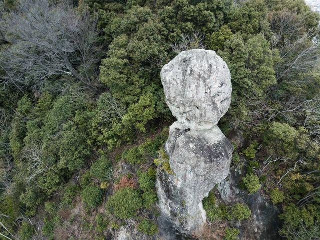 落ちそうで落ちない、鯖くさらかし岩の写真