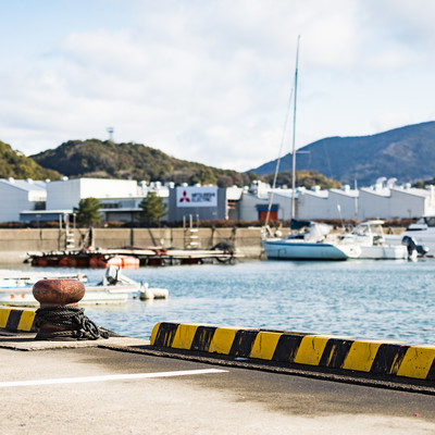 大村湾漁協組合前の海の写真