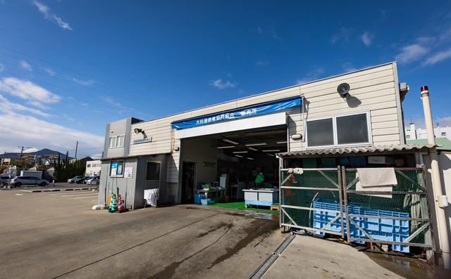 大村湾漁業組合販売所の入り口の写真