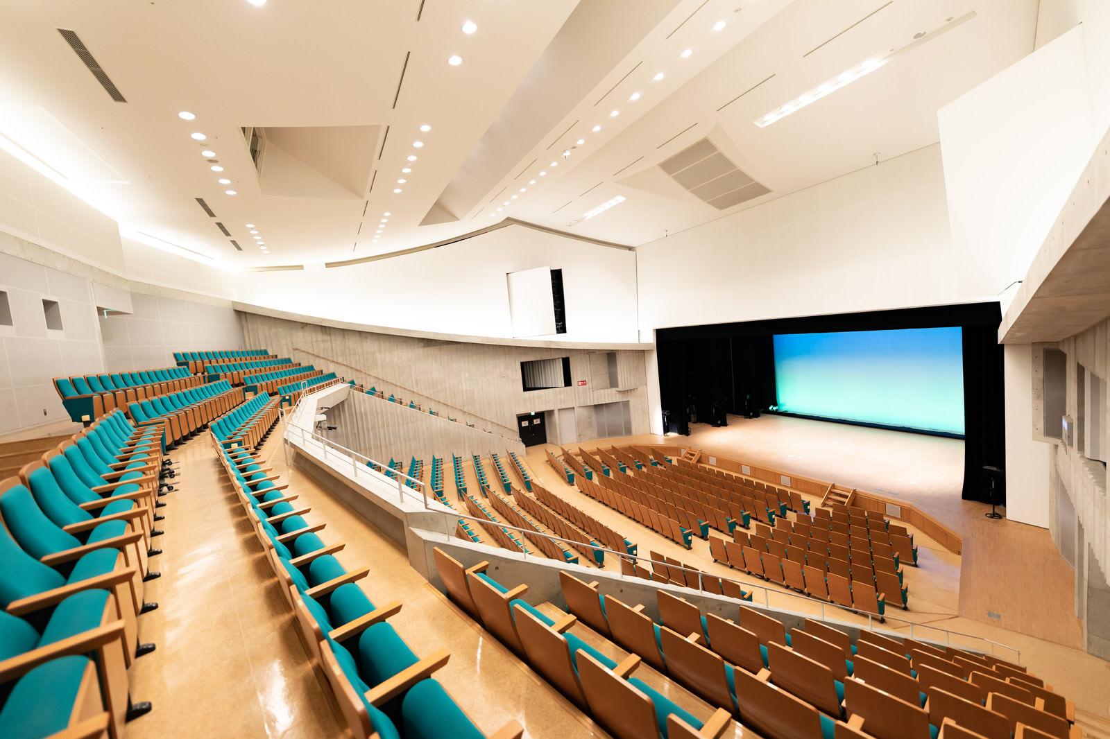 「世界有数の音響設備の多目的コンサートホール「とぎつカナリーホール」」の写真