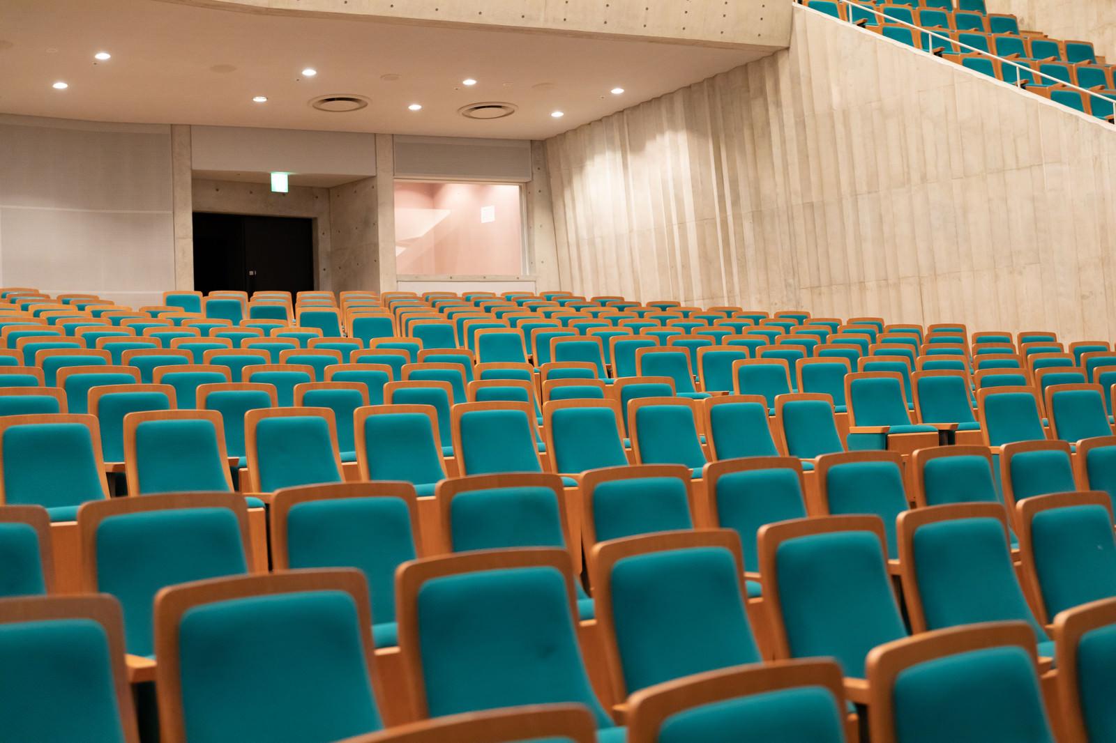 「カナリーホールの1階客席の様子」の写真