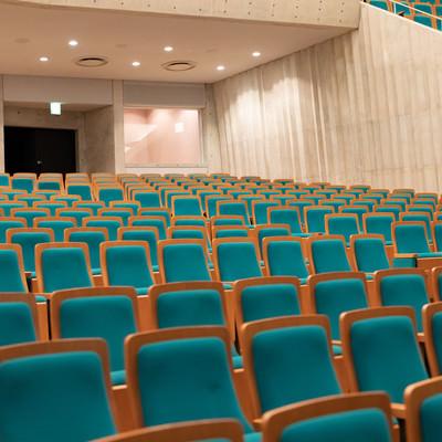 カナリーホールの1階客席の様子の写真