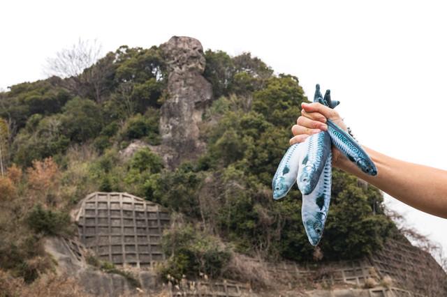 魚売りと鯖くさらかし岩の写真