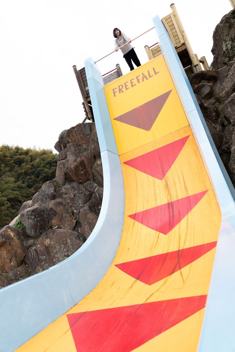 「時津町、文化の森公園のフリーホールにチャレンジ」の写真[モデル:塩田みう]