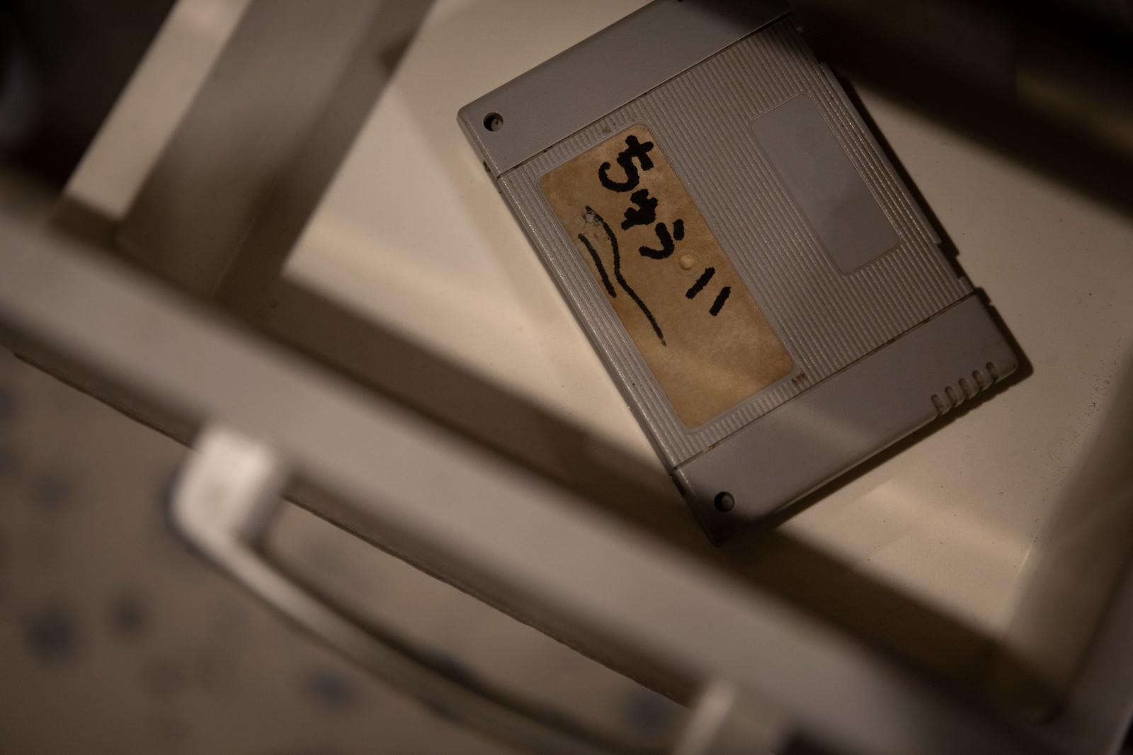 「借りパクしたカセットに「ちゅうい」と書かれていた」の写真