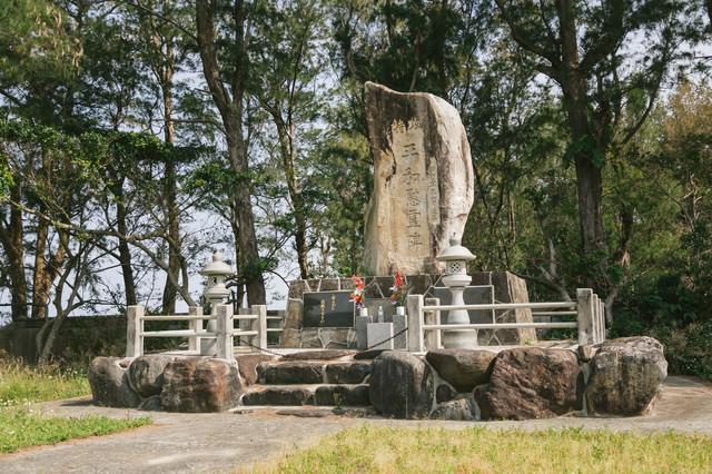 特攻平和慰霊碑の写真