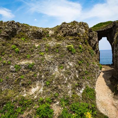 犬の門蓋のメガネ岩入り口の写真