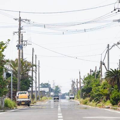 「滑走路跡の面影を残した直線の道路(現・平和通り)」の写真素材