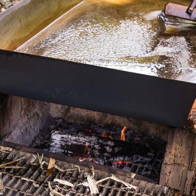 サタヤドリの窯で黒糖を作るの写真