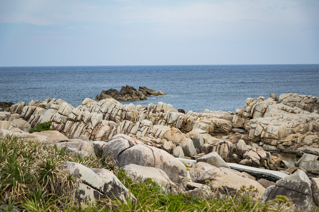巨岩が連なる徳之島のムシロ瀬の写真