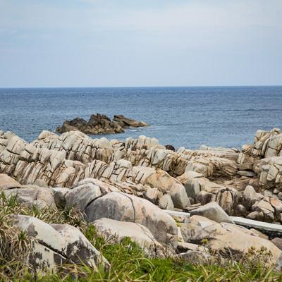 「巨岩が連なる徳之島のムシロ瀬」の写真素材