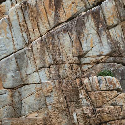 「ムシロ瀬の亀裂の入った巨大な花崗岩」の写真素材