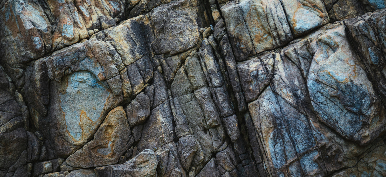 「岩の亀裂(テクスチャ)」の写真