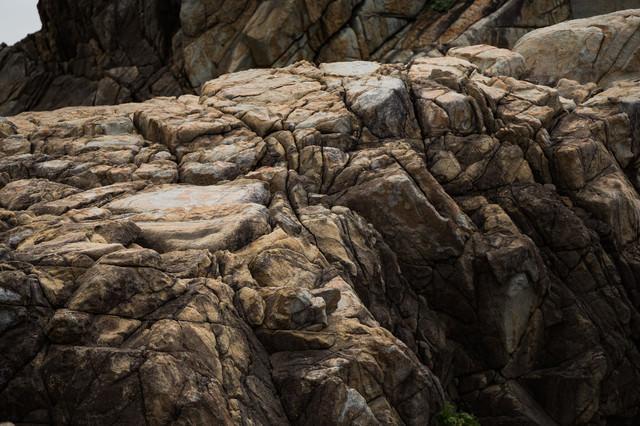 不思議な形をするムシロ瀬の花崗岩の写真
